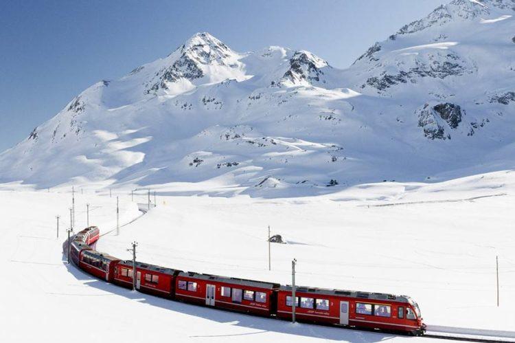 Indescrivibile gita con il Trenino Rosso in Svizzera dichiarato patrimonio Unesco.