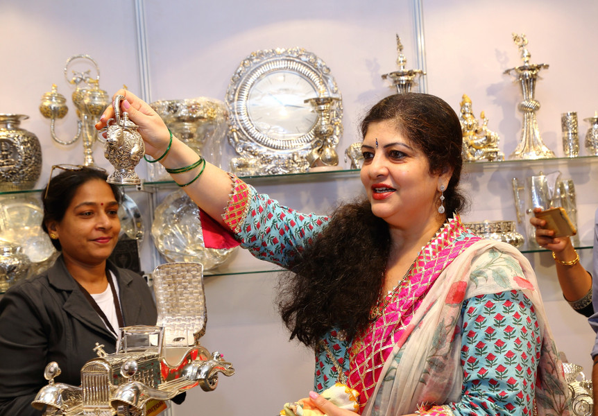 4. Sharmila thackeray.jpg