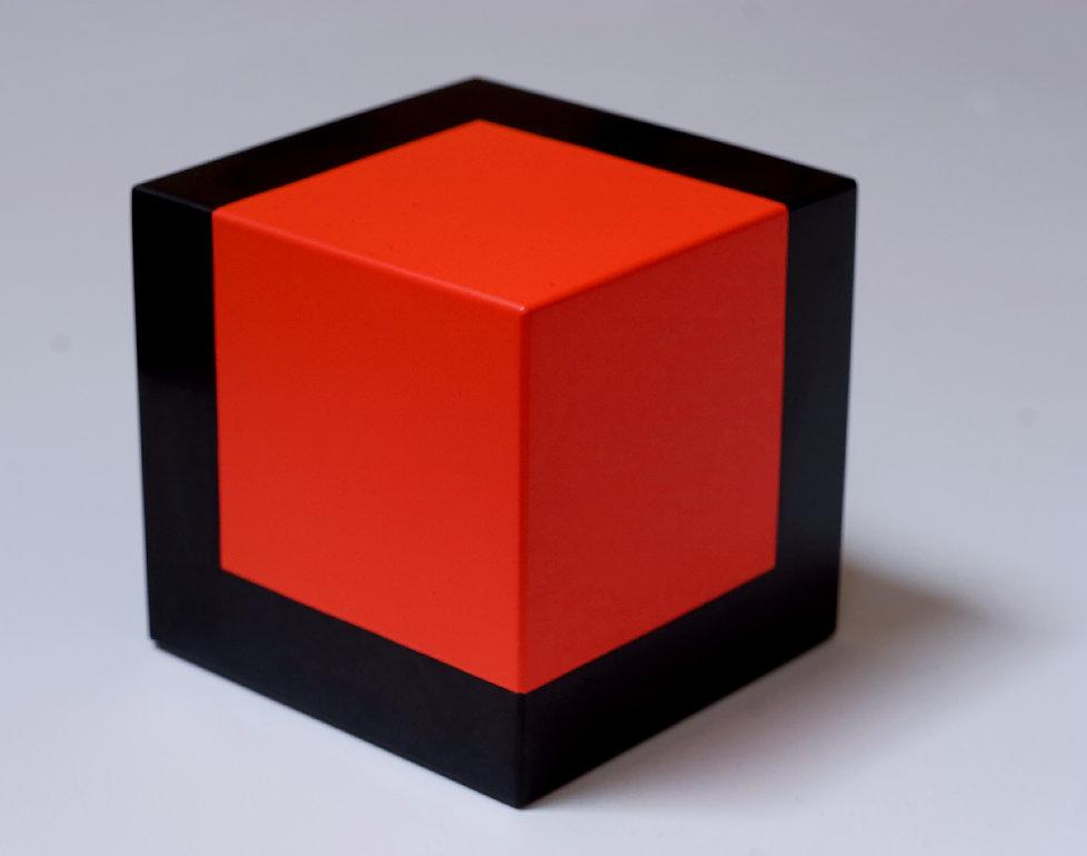 da_série_cubos._basalto_pintado._12_X_1