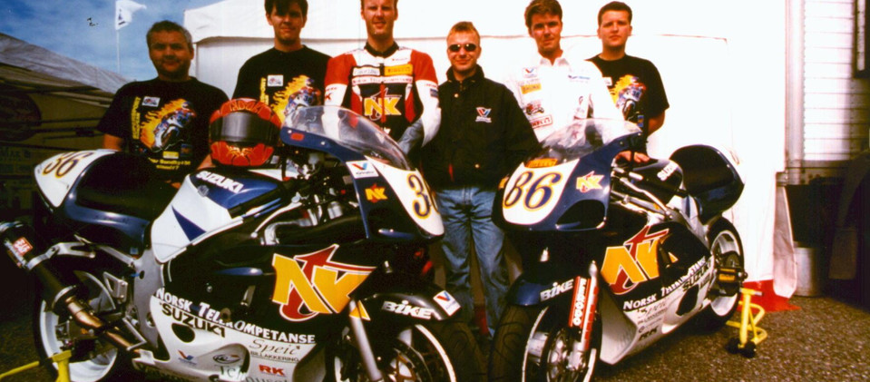 1998-1_team.jpg