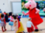 Peppa Pig hig fiving kids