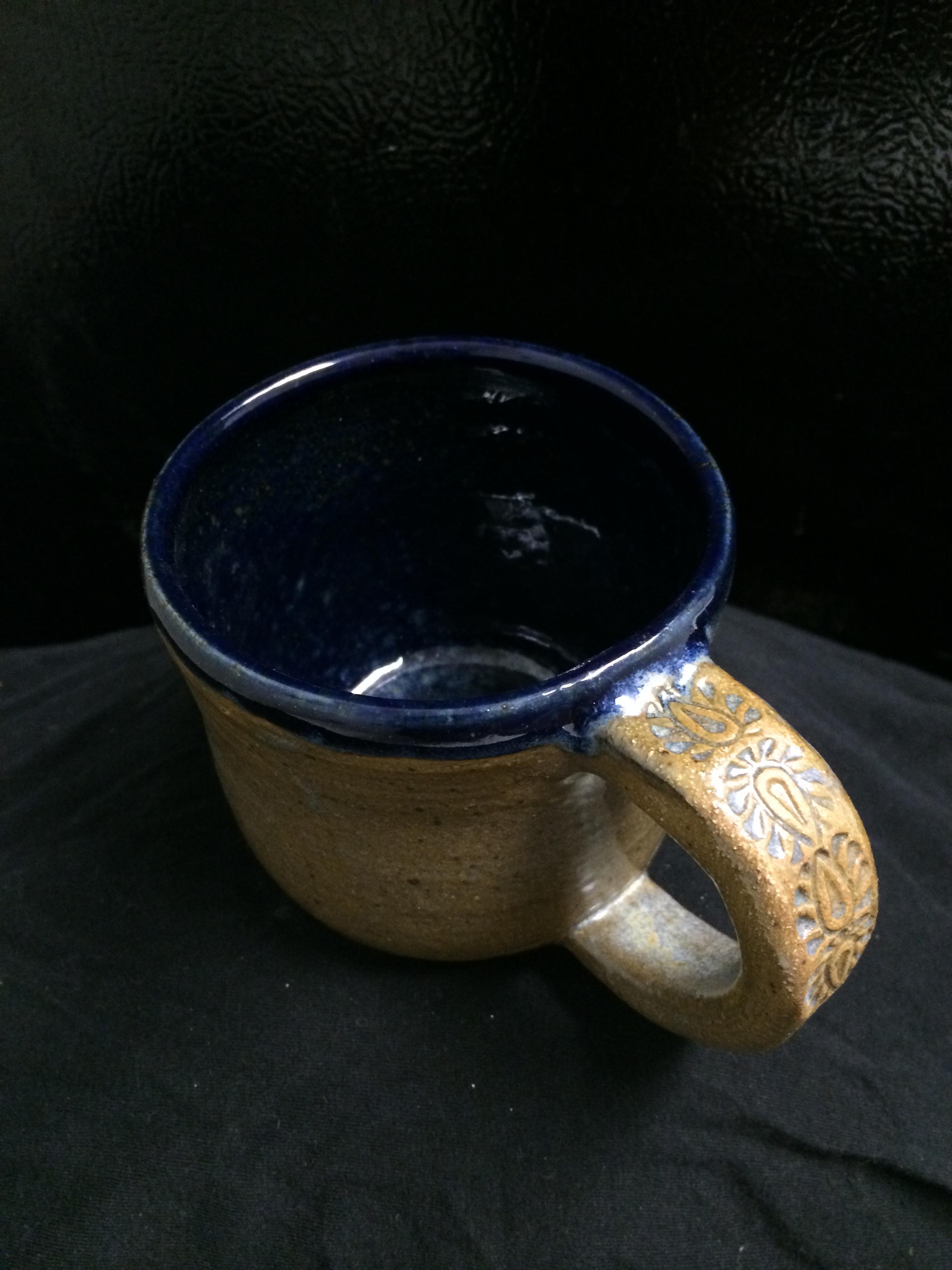 Decorative handle mug