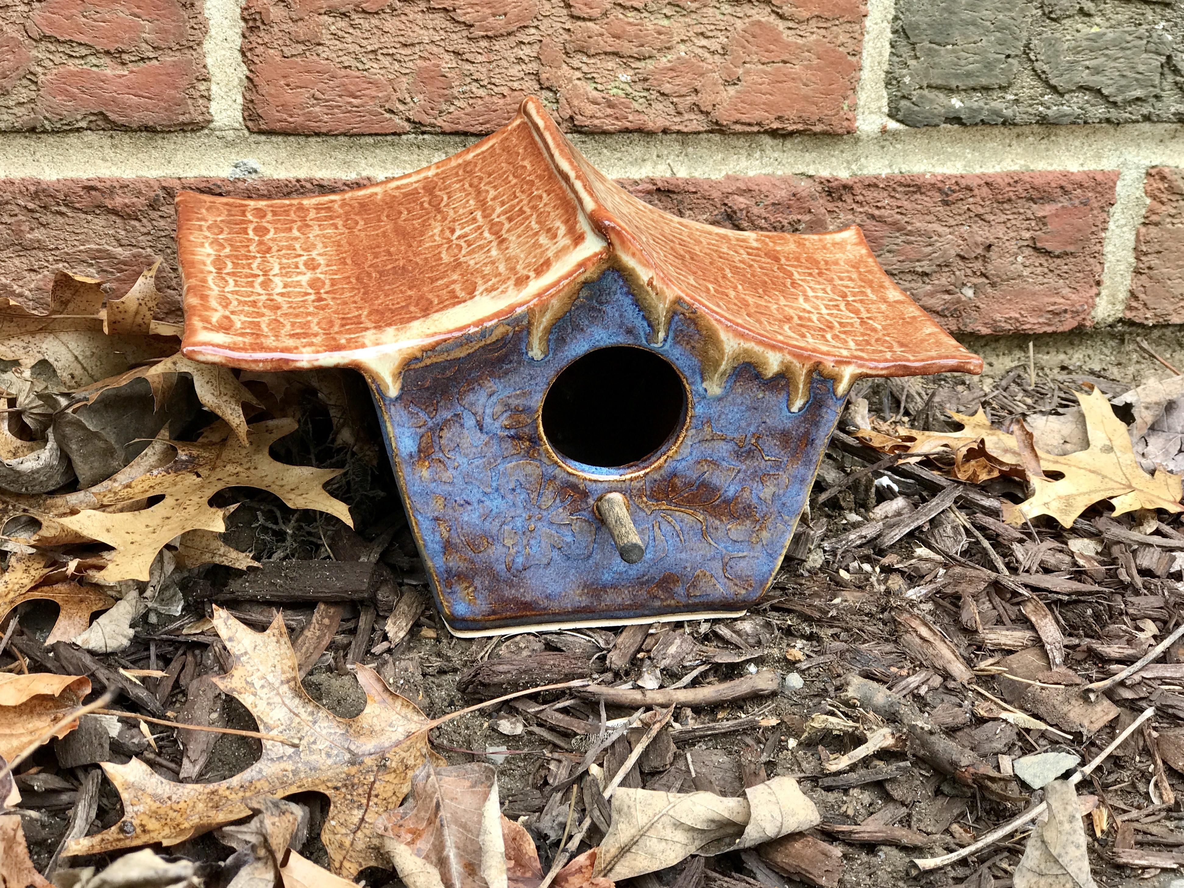 Asian style birdhouse