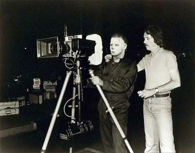 Dick Warlock as Michael Myers with John Carpenter on the set of Halloween II