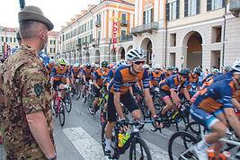 la fausto coppi officine mattio partenza 33^ edizione _esercito italiano.JPG