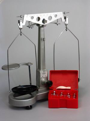 Весы технические с гирями до 500 гр.