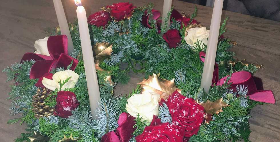 Fresh foliage wreath, table centre.