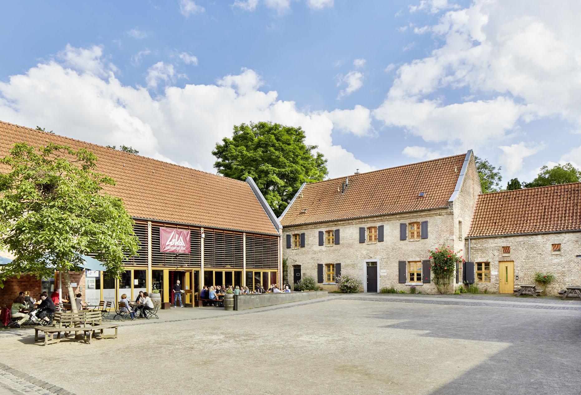 Lokal & Herrenhaus