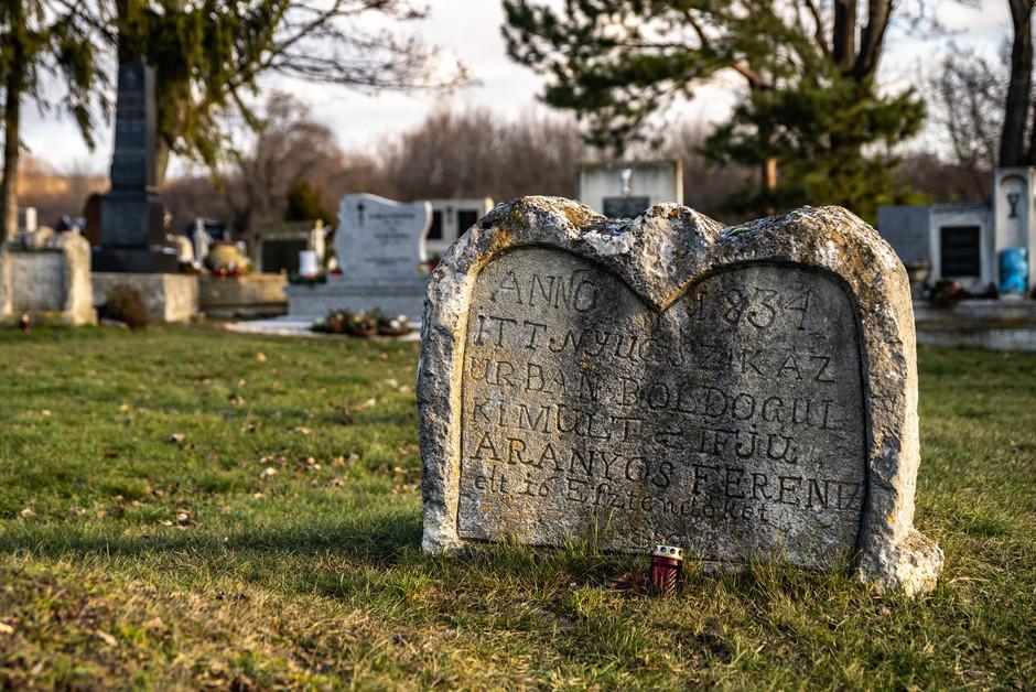 Szív alakú sírkövek, Balatonudvari