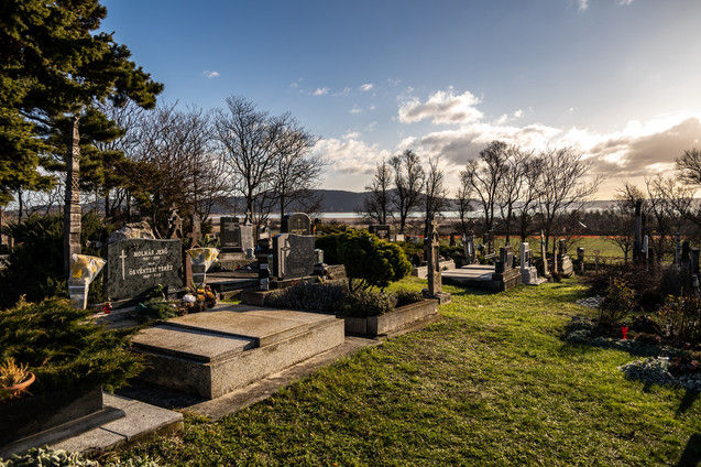Örvényesi temető, templomrom