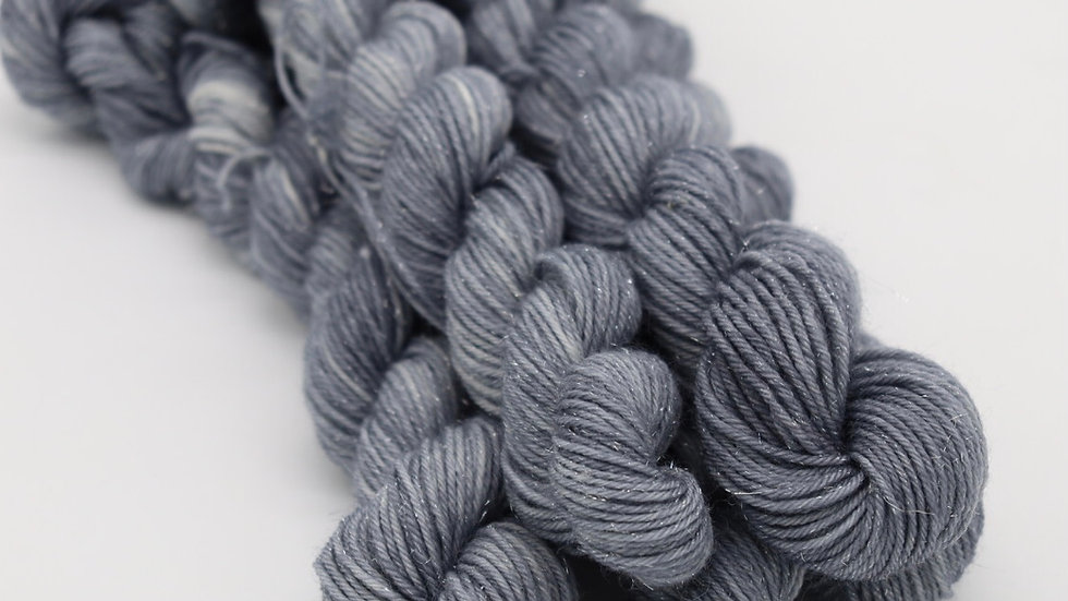 Woolishes StarDust - silver (80m/20gr.)