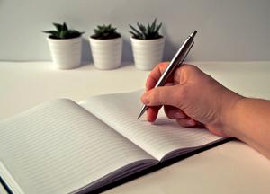 Kalendarz i notowanie za pomocą długopisu