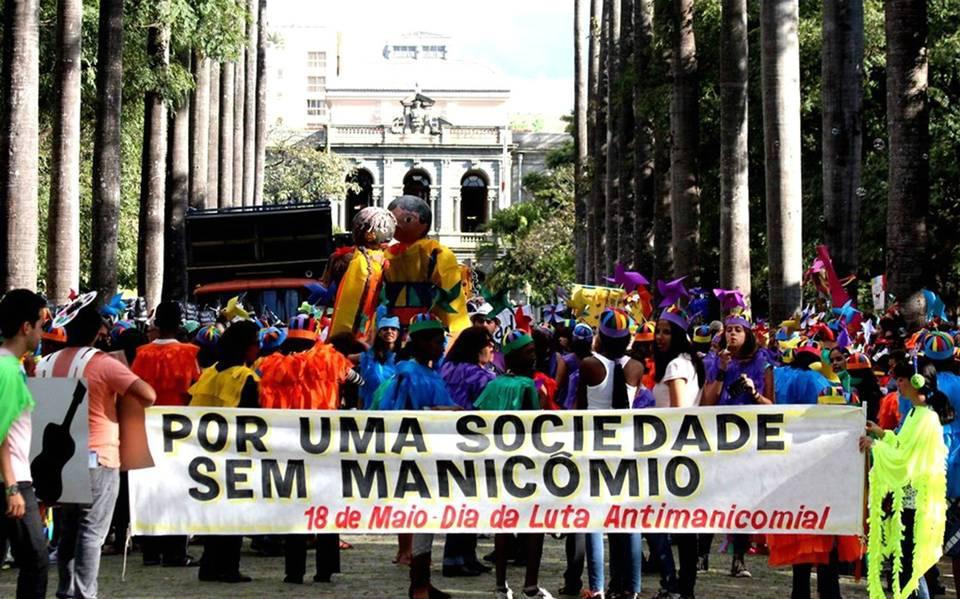 imagem retirada do Nexo Jornal- Passeata em Belo Horizonte do 'Dia da Luta Antimanicomial'