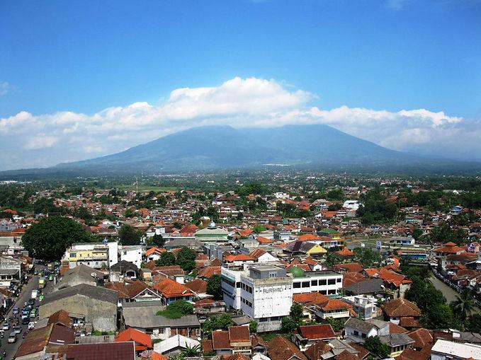 Kota_Bogor__Gunung_Salak.jpg