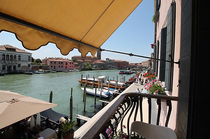 Apartment rentals with canal view