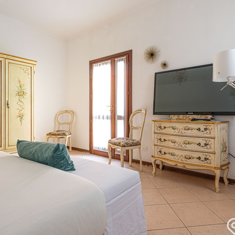 Holiday apartment with private garden terrace, Venice - Italy.