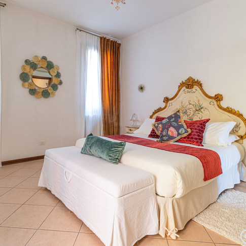 Holiday apartment with canal view, Venice.