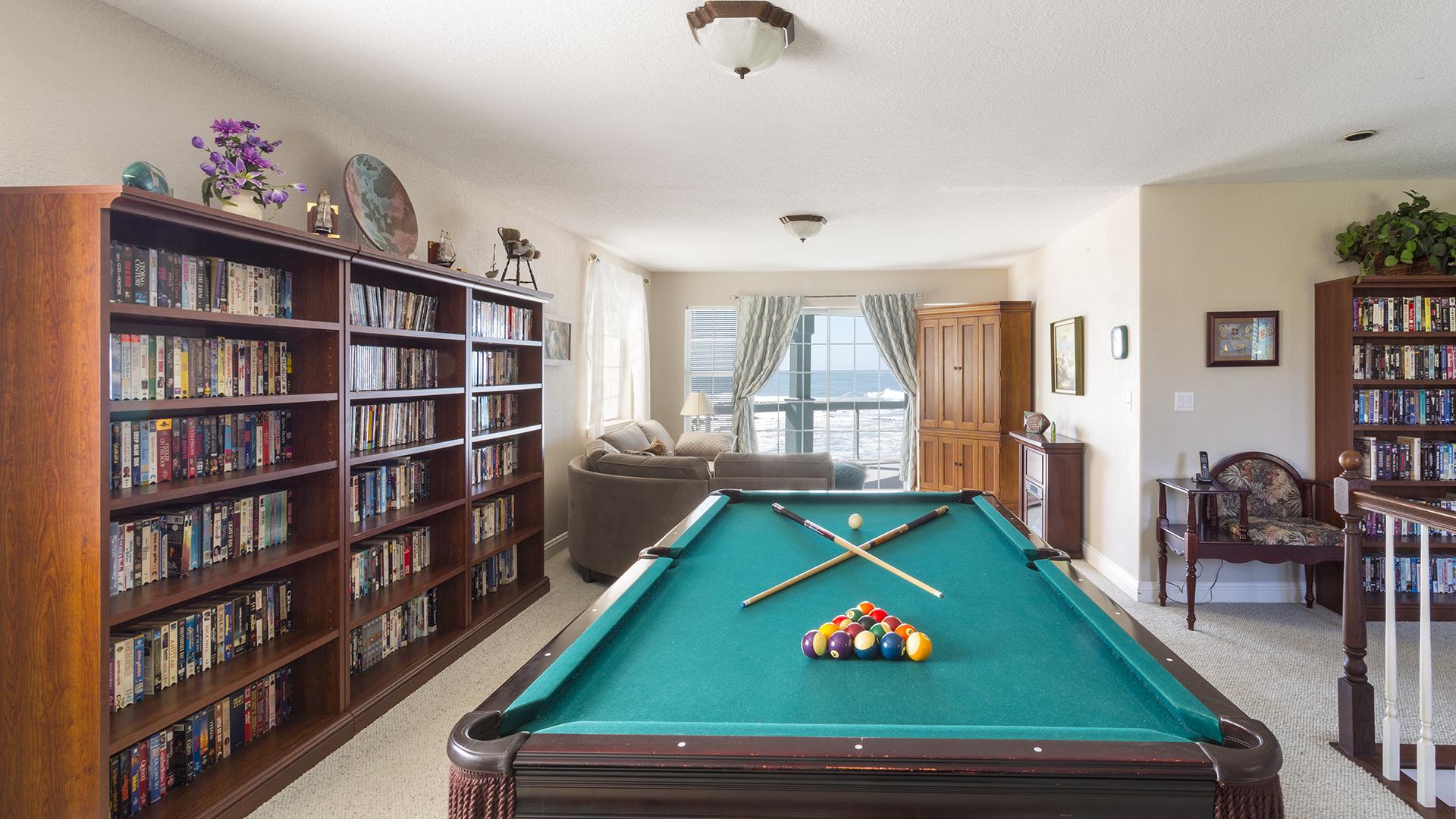Upstairs TV/Pool Table Area
