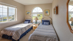 Twin Bedroom (TwinXL Beds)