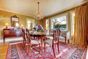 oriental rug in dining room that Clean-Rite can professionally clean