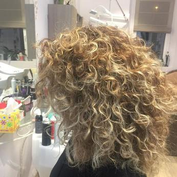 #hairstyle #curlyhair #beautiful ☺️☺️.jp
