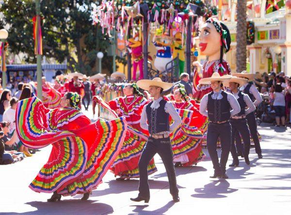 Disney Viva Navidad Street Party