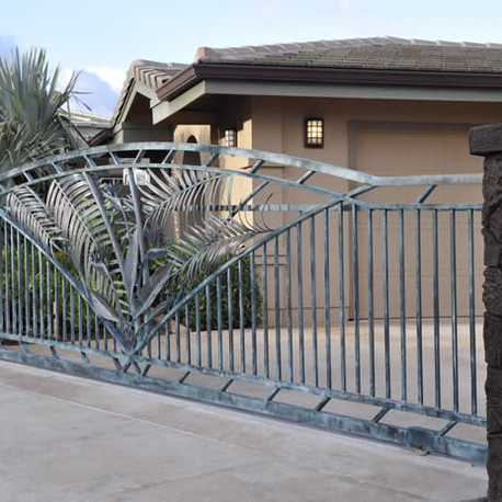 Automated aluminum driveway gate and fencing