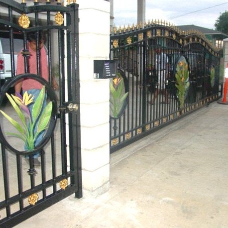 Automated driveway gate and fencing with artwork