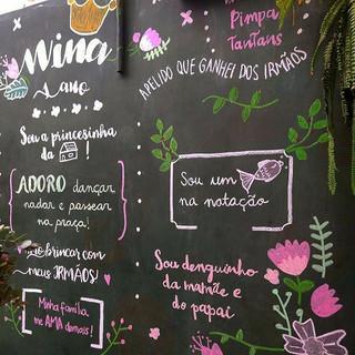 Detalhes ❤️✌️ #lousa #lettering #chalkboard #quadronegro #chalk _Obs_ ilustrações baseadas nas referências do cliente