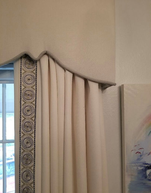 curtains%20valance%20w%20trim%20cu_edite