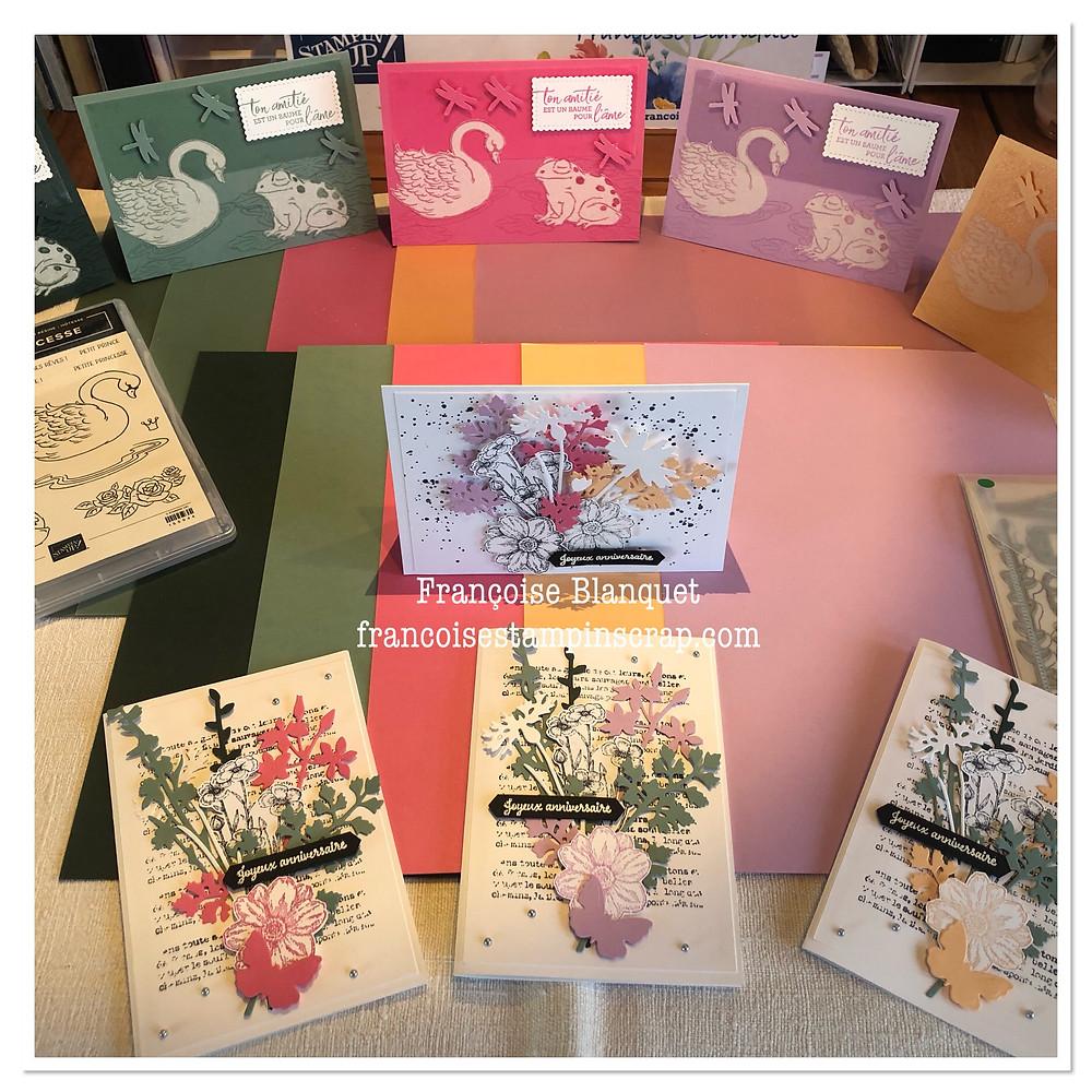 """Papiers montrant les nouvelles In colors 2021-2023 Stampin'Up! cartes artisanales set de tampons """"prince et princesse"""" et set de tampon """"quiétude champêtre"""" sur fond blanc.Exposition"""