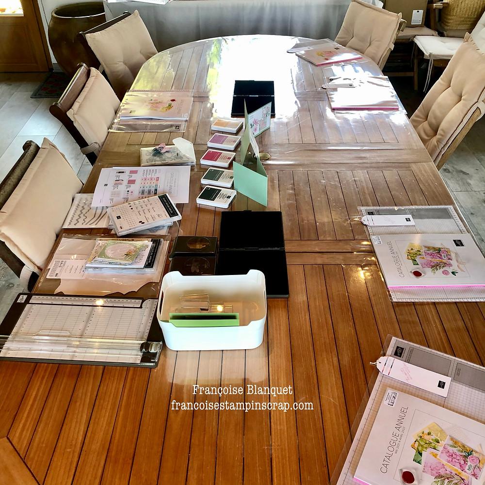 Ma table d'atelier Stampin'Up! pour vous accueillir chez moi dans l'Oise.table prête  ! Comment recevoir ?