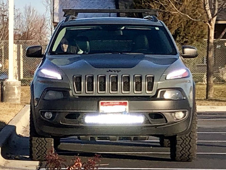 "Cherokee KL with a Lower Grill mounted 22"" Light Bar"