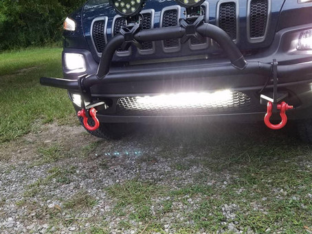 Cherokee KL with Low Grille Light Bar & Rear Facing Pod Lights
