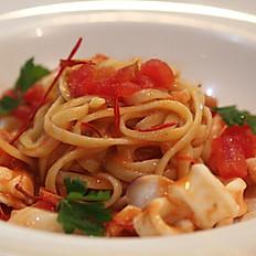 Linguine ai frutti di mare (Linguine with seafood)