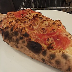 Calzone classico (Folded pizza)