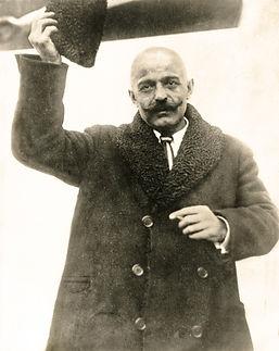 Portrait - Gurdjieff early.jpg