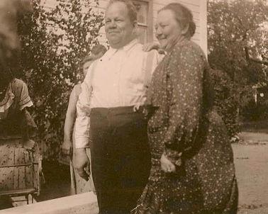 Isoisovanhemmat Hilda ja Pekka Väyrynen.jpg