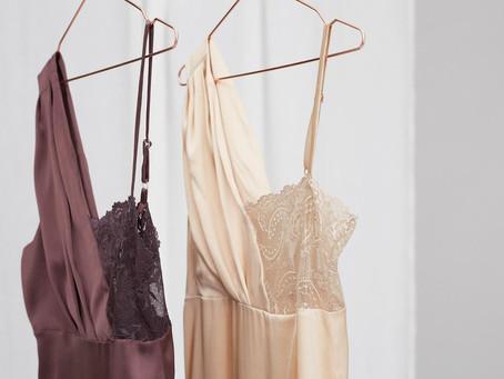 Voel je vrouwelijk in zijden nachtkleding!