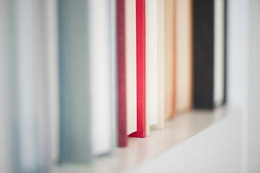 Livros na prateleira