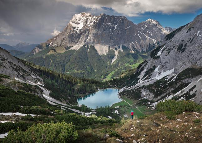 Wanderer im Seebensee Panorama