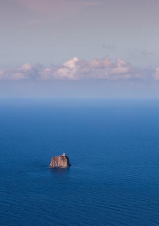 Insel Strombolicchio mit Leuchtturm