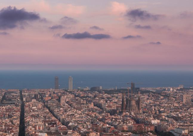 Skyline von Barcelona bei Sonnenuntergang