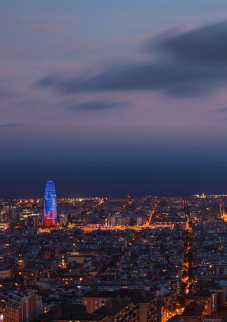 Skyline von Barcelona bei Nacht