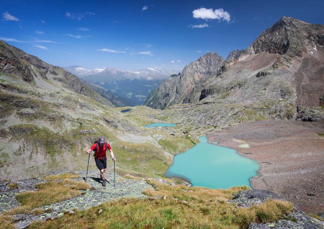 Wanderer am Gradensee an der Nossberger Hütte