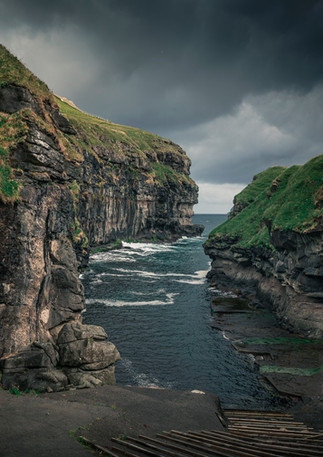Schlucht im Dorf Gjogv, Färöer Inseln