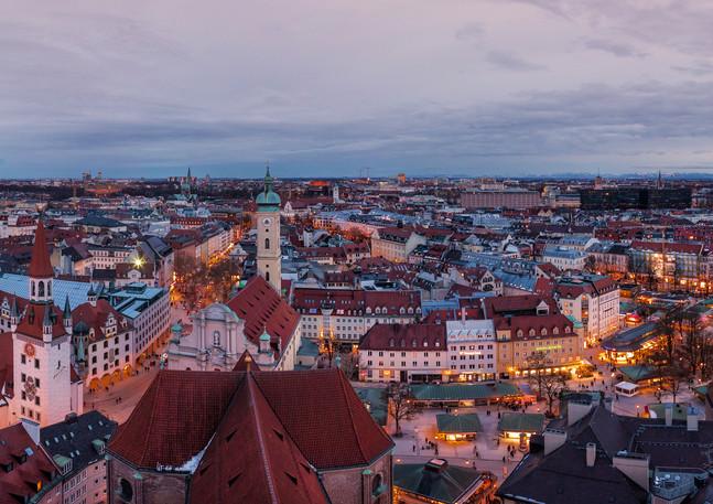 München Innenstadt von oben bei Nacht