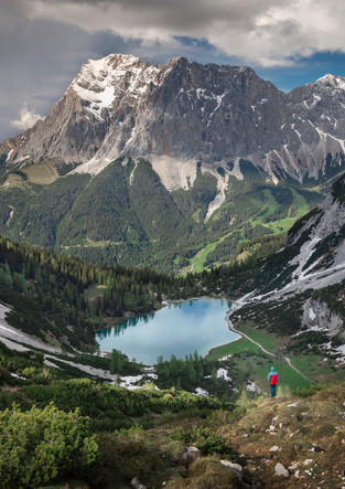 Hikers on the Seebensee with Zugspitze