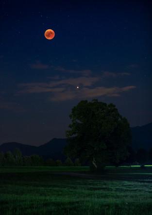 Blutmond bei Mondfinsternis im Sommer 2018 mit Planet Mars