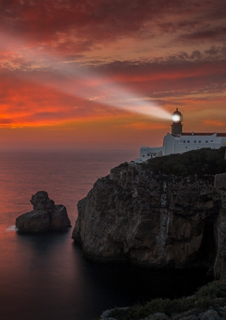Leuchtturm im Sonnenuntergang Portugal